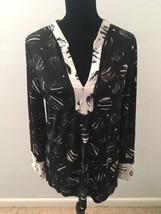 BCBG Max Azria Women's Top Size M Black White Dots Long Sleeve Tunic V-Neck - $22.76