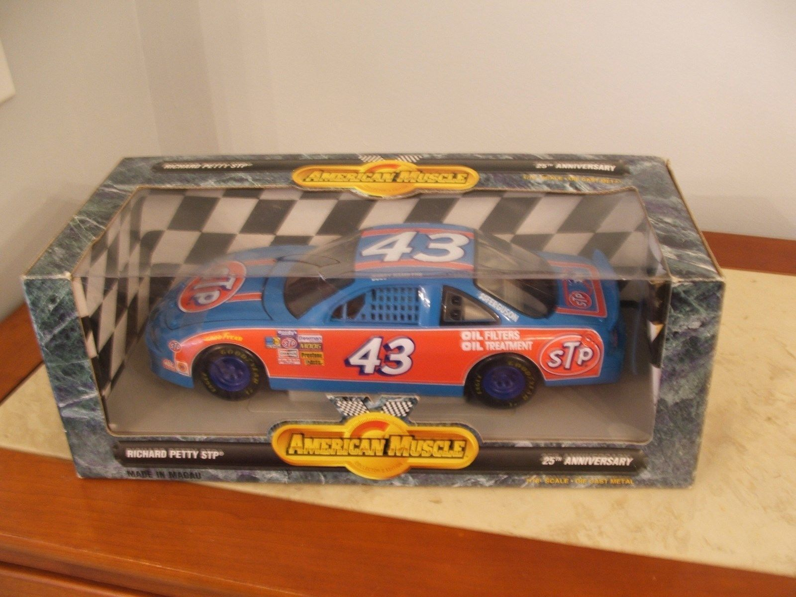 NEW  ERTL  Bobby Hamilton #43 Richard Petty 25th Anv. American Muscle 1/18 scale
