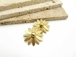 Vintage Sarah Coventry Chunky Gold Tone Daisy Flower Clip On Earrings D63 - $15.99