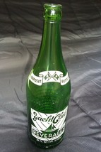 Vintage 28 FL. OZ.  Yacht Club Beverages Green Glass Soda Bottle G-1948 - $10.00
