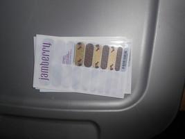 Jamberry Nails (new) 1/2 Sheet SOMEBUNNY - $8.42