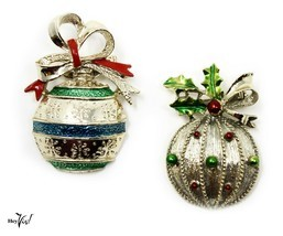 Christmas Ornaments Vintage Pins - Gerrys - 2 Decorated Balls w Bows - Hey Viv - $18.00