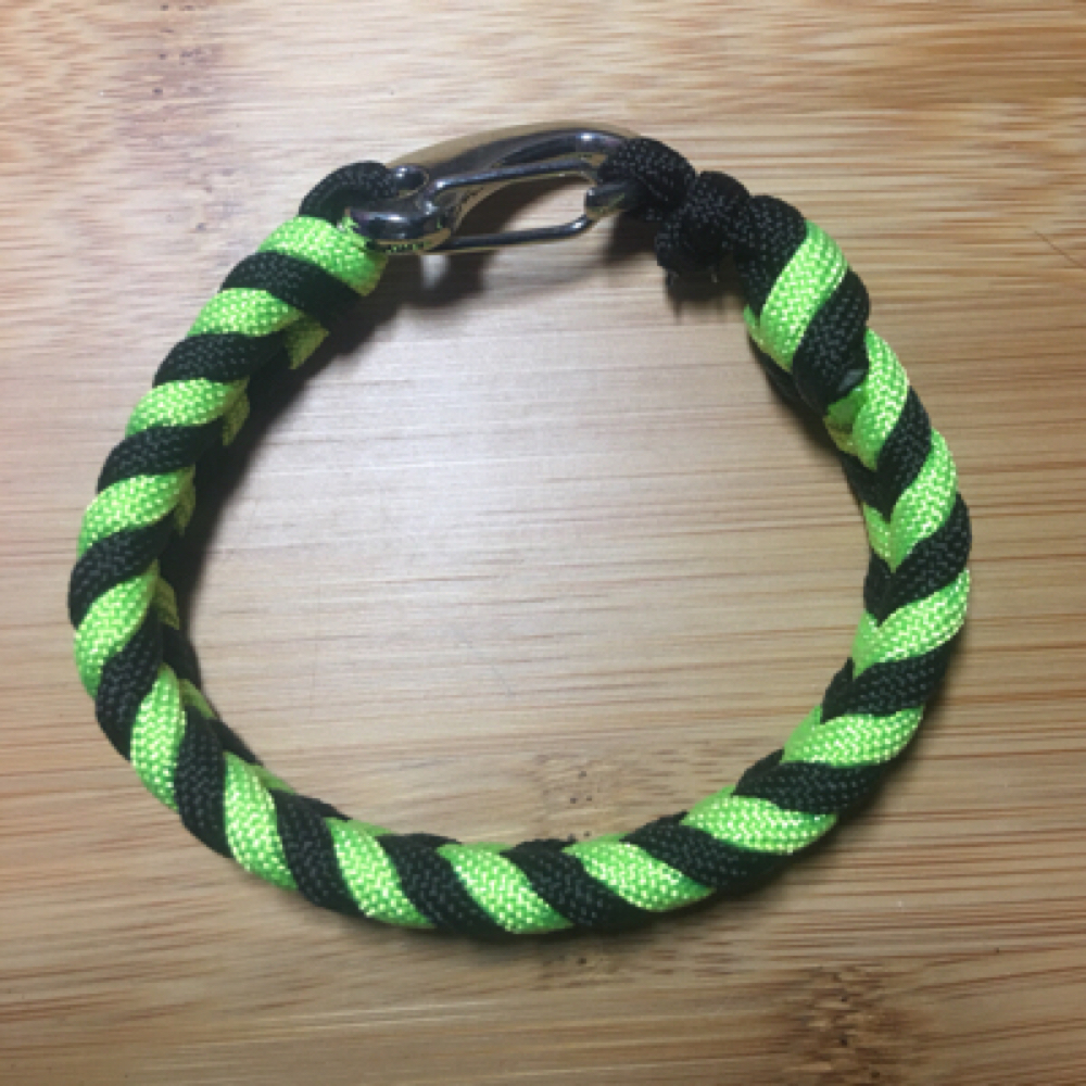 Braided paracord bracelet with metal latch IOP NWOT