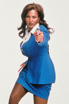 Pam Grier Jackie Brown Color With Gun 18x24 Poster - $23.99