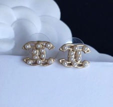100% AUTHENTIC CHANEL Classic Gold Pearl CC Logo Stud Earrings  image 2