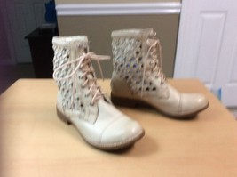 Gianni Bini Beige Tan Leather Cut Outs Ankle Boot Lace Up Women 5.5 medium - $7.70