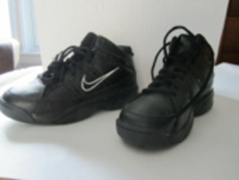 Nike Team Hustle D 3 (GS) Youth Shoes Size 6.5Y Black & White 324774-001 - $24.98