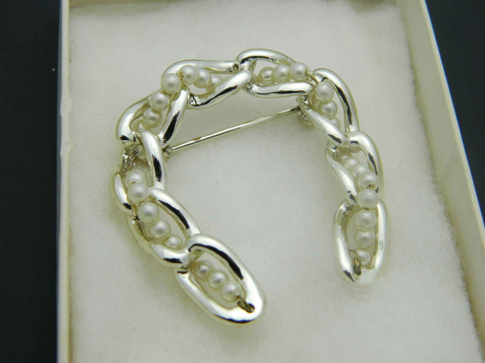 Faux Pearl Chain Link Horseshoe Pin Brooch Vintage Light Gold Tone image 7