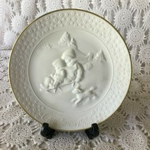 Avon A Child's Christmas 22 K Trimmed Porcelain Plate 1985 - $11.63