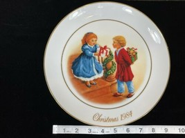 1984 Christmas Memories Avon 22k Gold Plated Rim - $16.69