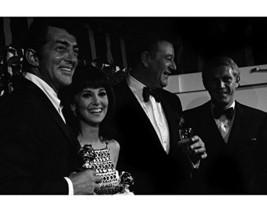 John Wayne and steve mcqueen Dean Martin Marlo Thomas Golden Globes 1967 16x20 C image 1