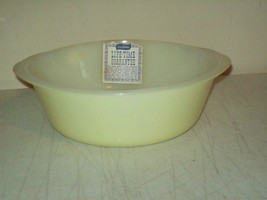vintage Glasbake 2 Qt open casserole NEW OLD STOCK light yellow Great bowl - $6.93