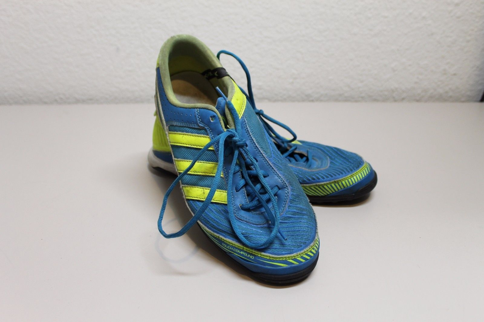 adidas 600001 running shoe Blue Green chartreuse used