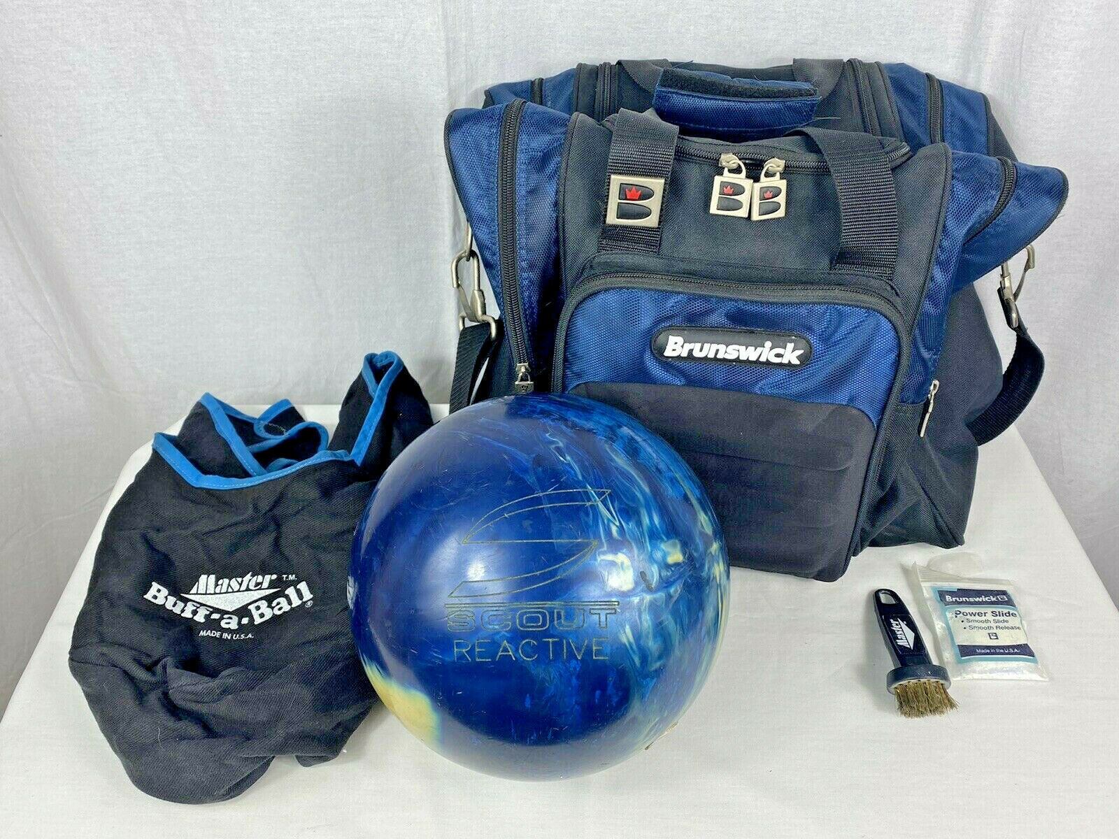 Primary image for Columbia 300 Scout Reactive Bowling Ball Blue w/ Yellow Dot 13.8 Pounds & Bag
