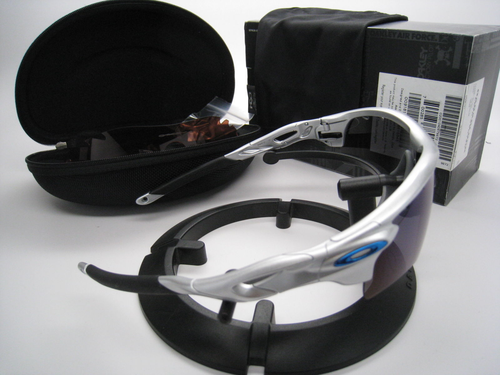 Oakley Radarlock Path Vented Silver w/Ice Iridium/VR28  9181-21