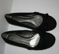 Women's Black Flats Size 6.5 W  By Predictions - $15.99
