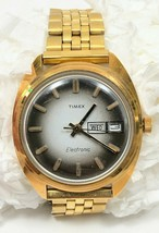RARE dial 1972 Vtg Timex Electronic 38mm Wrist Watch Day Date Water Resistance - $59.99