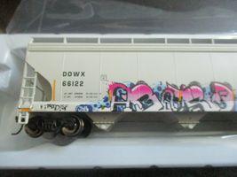 Atlas # 20006330 (Christmas Graffiti) 5800 Plastics Hopper DOWX 66122 HO-Scale image 6