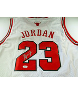 MICAHEL JORDAN / NBA HALL OF FAME / AUTOGRAPHED CHICAGO BULLS PRO STYLE ... - $584.05