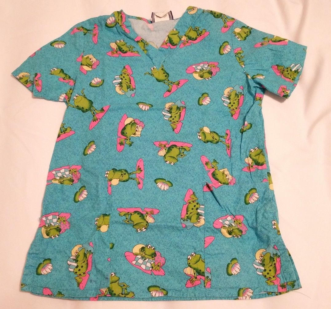 ade0efb8eff 2 SCRUB TOPS Womens Comfy Cotton Scrubs S Shirts Frogs Lions Flowers Small  Cute!