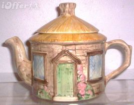 ENGLISH COTTAGE CROWN WINSOR ENGLISH COTTAGE TEAPOT - $29.95
