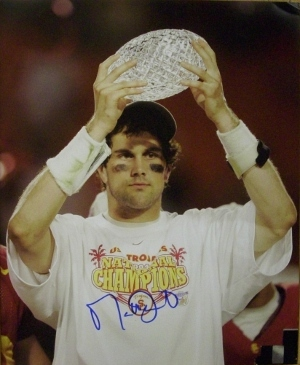 Matt Leinart signed USC Trojans 16x20 Photo w/ Trophy minor ding- Leinart Hologr