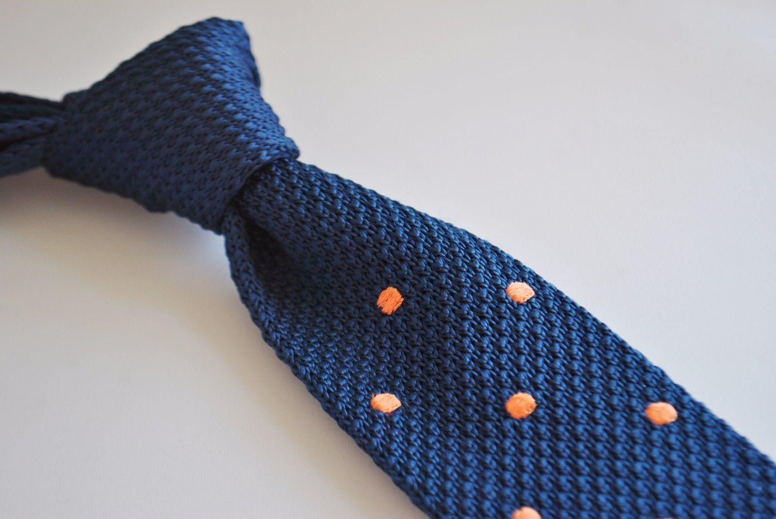 Frederick Thomas Knitted Silk Mens Tie - Dark Navy Blue - Burnt Orange Polka Dot