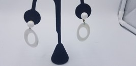 Vintage Trifari White Mid Modern Plastic Circle Hoop Dangle Clip On Earrings - $19.32