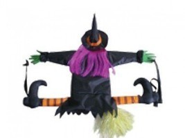Betty Bash Crashing Witch Into Tree Halloween Decoration - €20,42 EUR