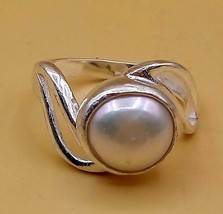 AUTHENTIC FINE SILVER WHITE PEARL RING S SHAPE DESIGN NICE LOOK FOR UNIS... - $34.64