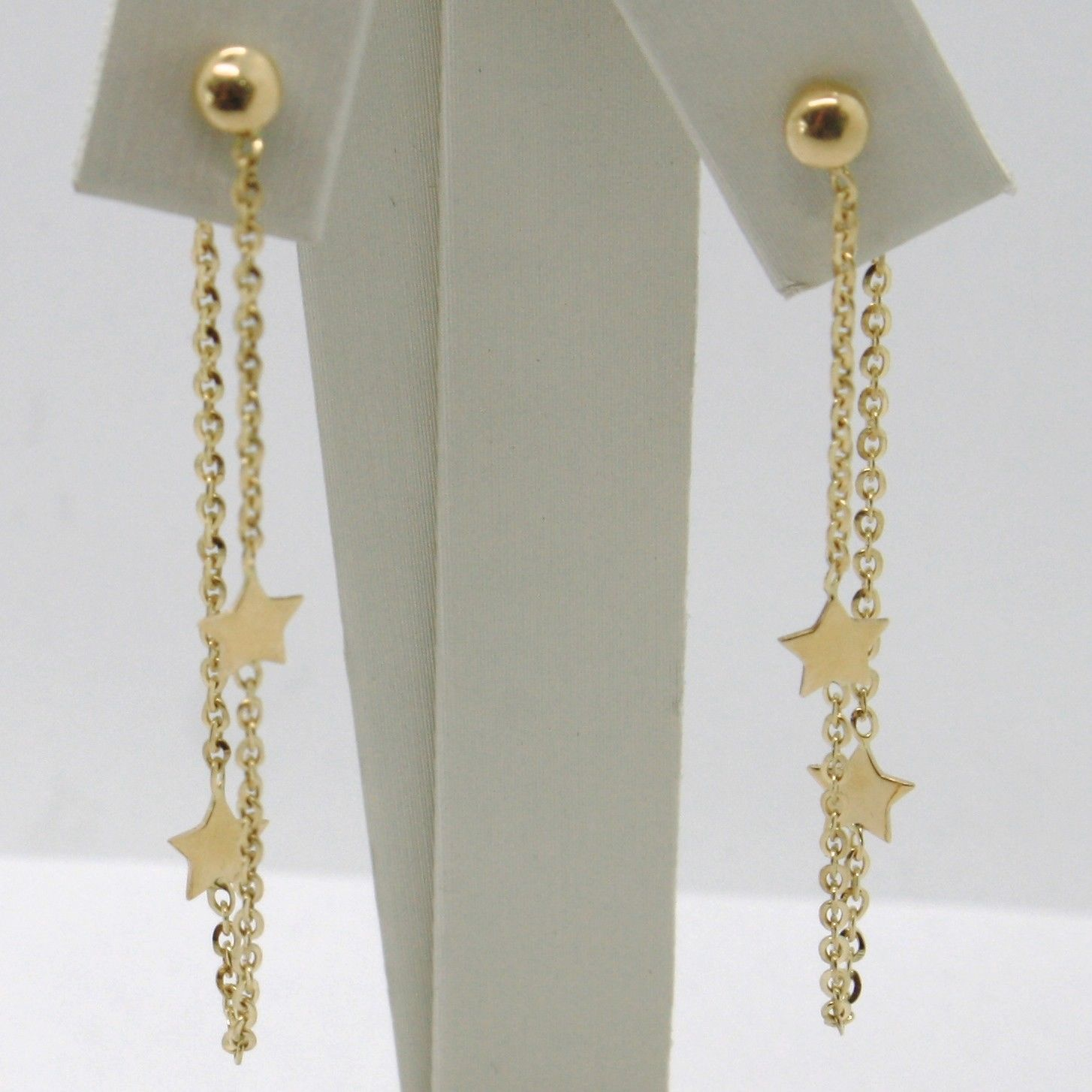 18K YELLOW GOLD PENDANT EARRINGS, ROLO CHAIN UNDER THE EARLOBE, DOUBLE STAR