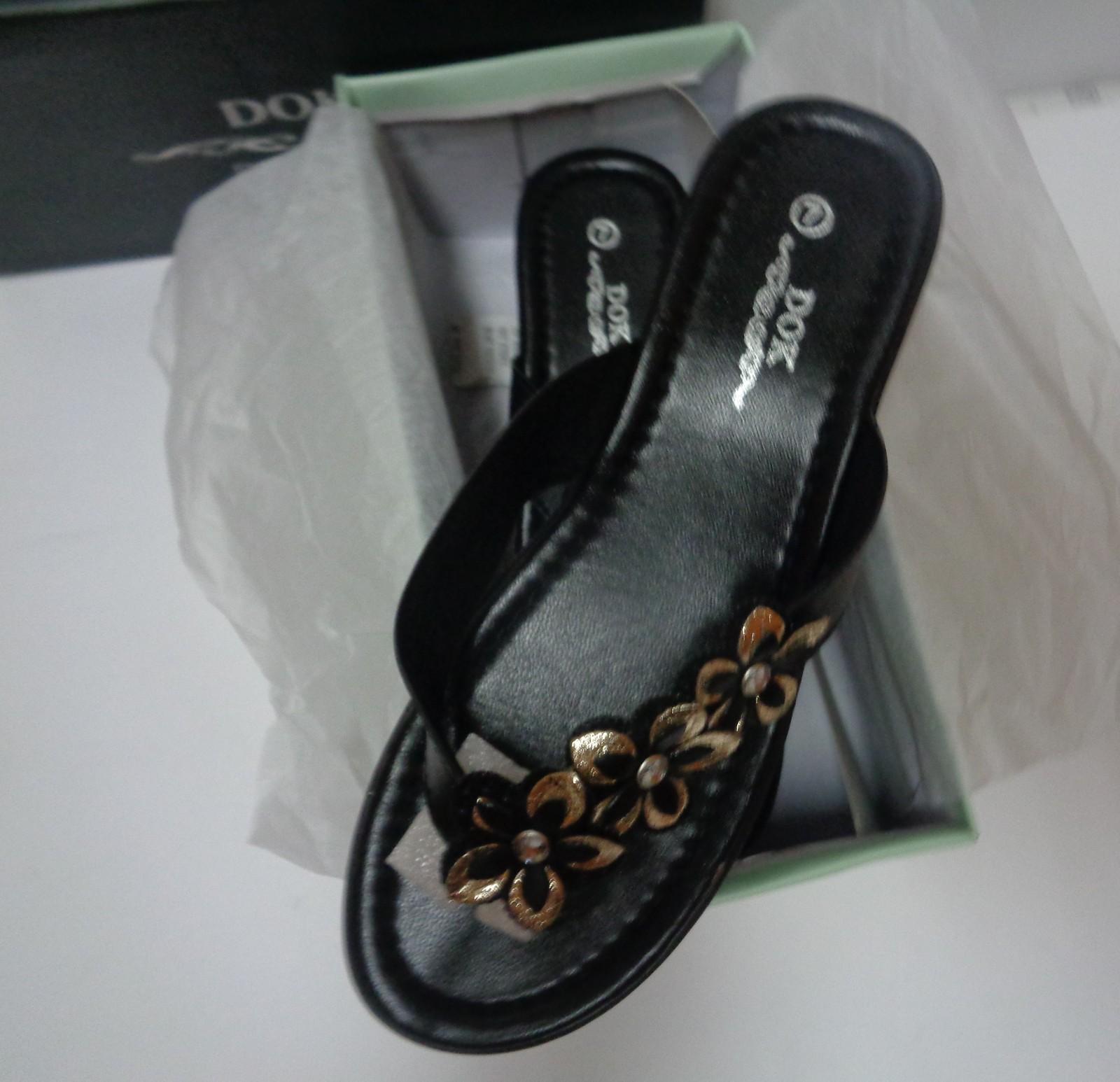 Women's Black Mule Sandals Gold Floral Accent DOK NIB Sz 7 Low Heel