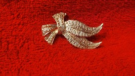 """Vintage Gerry's signed gold tone brooch/pin 2"""" scarf pin 3D effect colle... - $4.99"""