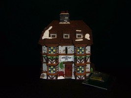 DEPT 56 DICKENS VILLAGE *SIR JOHN FALSTAFF INN* 57533 RETIRED - $9.31