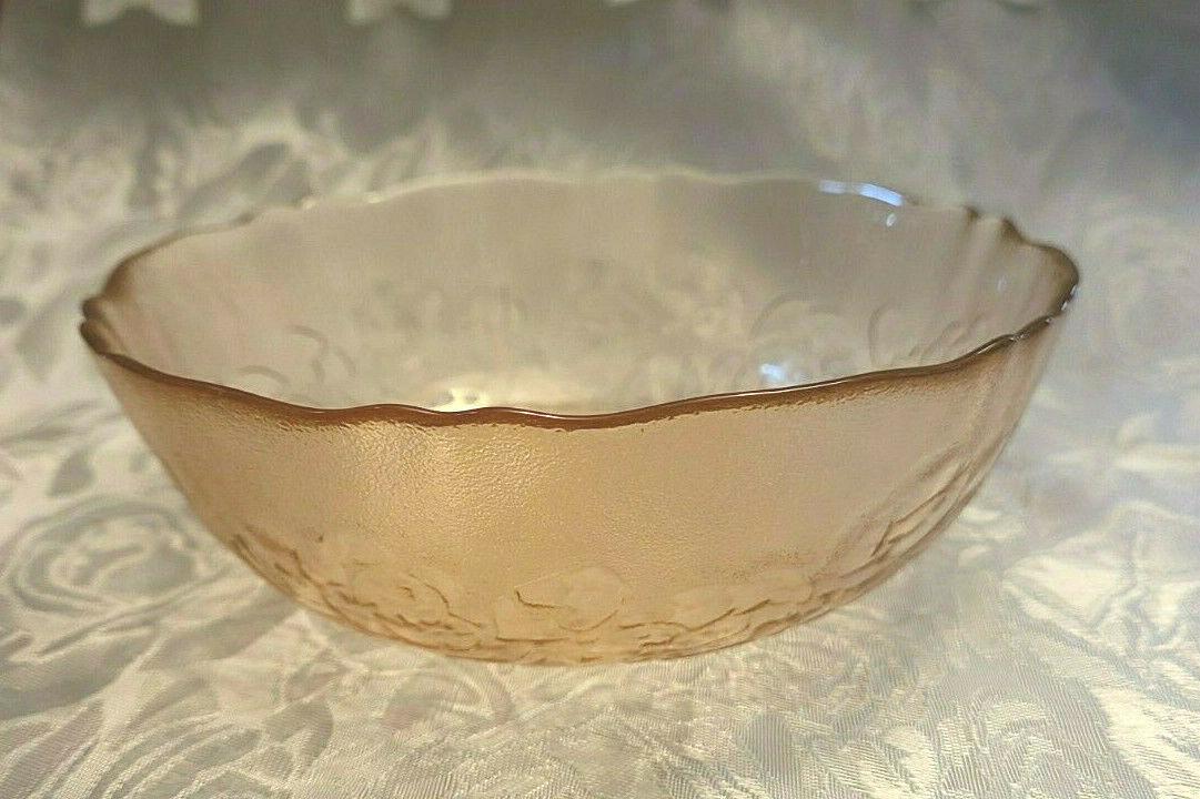 """Vintage Light Amethyst / Pink Embossed Roses Depression Glass Bowl 6"""" x 2"""""""