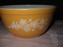 """Vintage Pyrex #402  Mixing Bowl """"Butterfly Gold 2"""" - $18.00"""