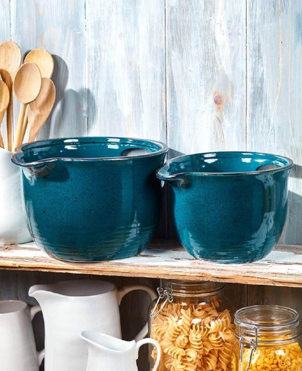 Pouring bowls blue
