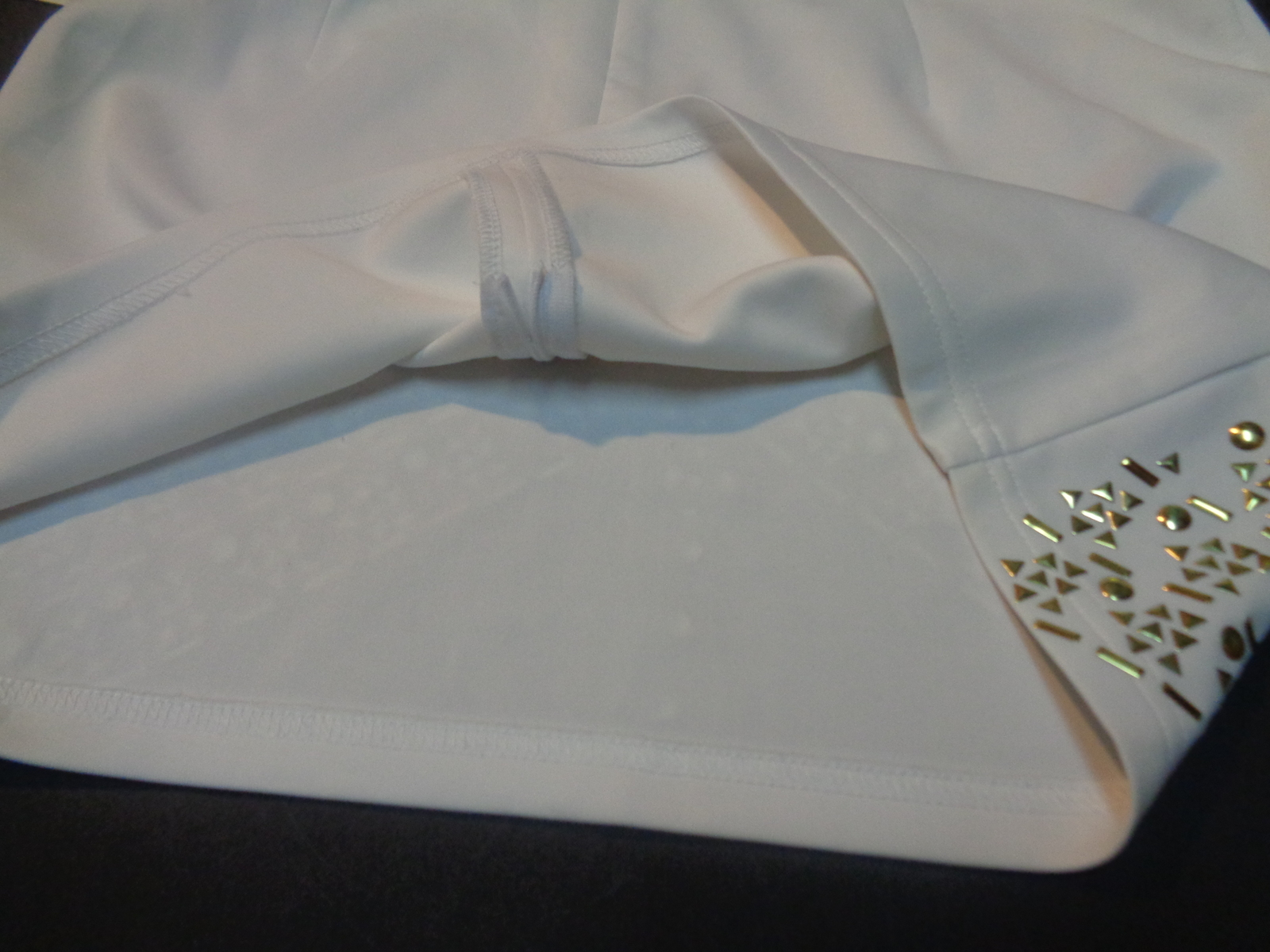 Lely Wood White Mini Skirt With Gold Accents SZ Large NWT