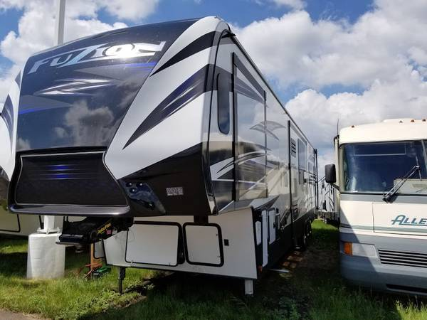 2019 Keystone Fuzion 5th Wheel Toy Hauler Janesville, MN 56048