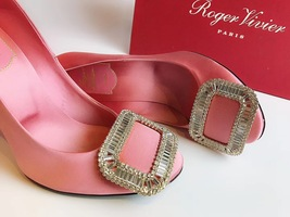 NEW AUTH Roger Vivier Pink Flower Strass Buckle Pumps Satin Heels Shoes 35.5 image 3