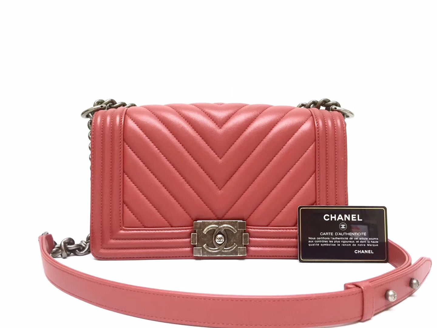 AUTHENTIC CHANEL 2018/2019 RED CHEVRON QUILTED CAVIAR MEDIUM BOY FLAP BAG RHW