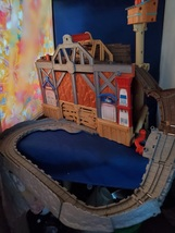 MATTEL 2009 Gullane Thomas Limited Take-n-Play Station With Rattling Bri... - $15.00