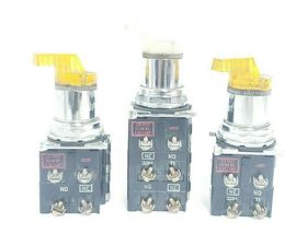 LOT OF 3 CUTLER-HAMMER 2-POS. SELECTOR SWITCHES W/ 120V 50/60HZ COILS, 5.3V LAMP image 4