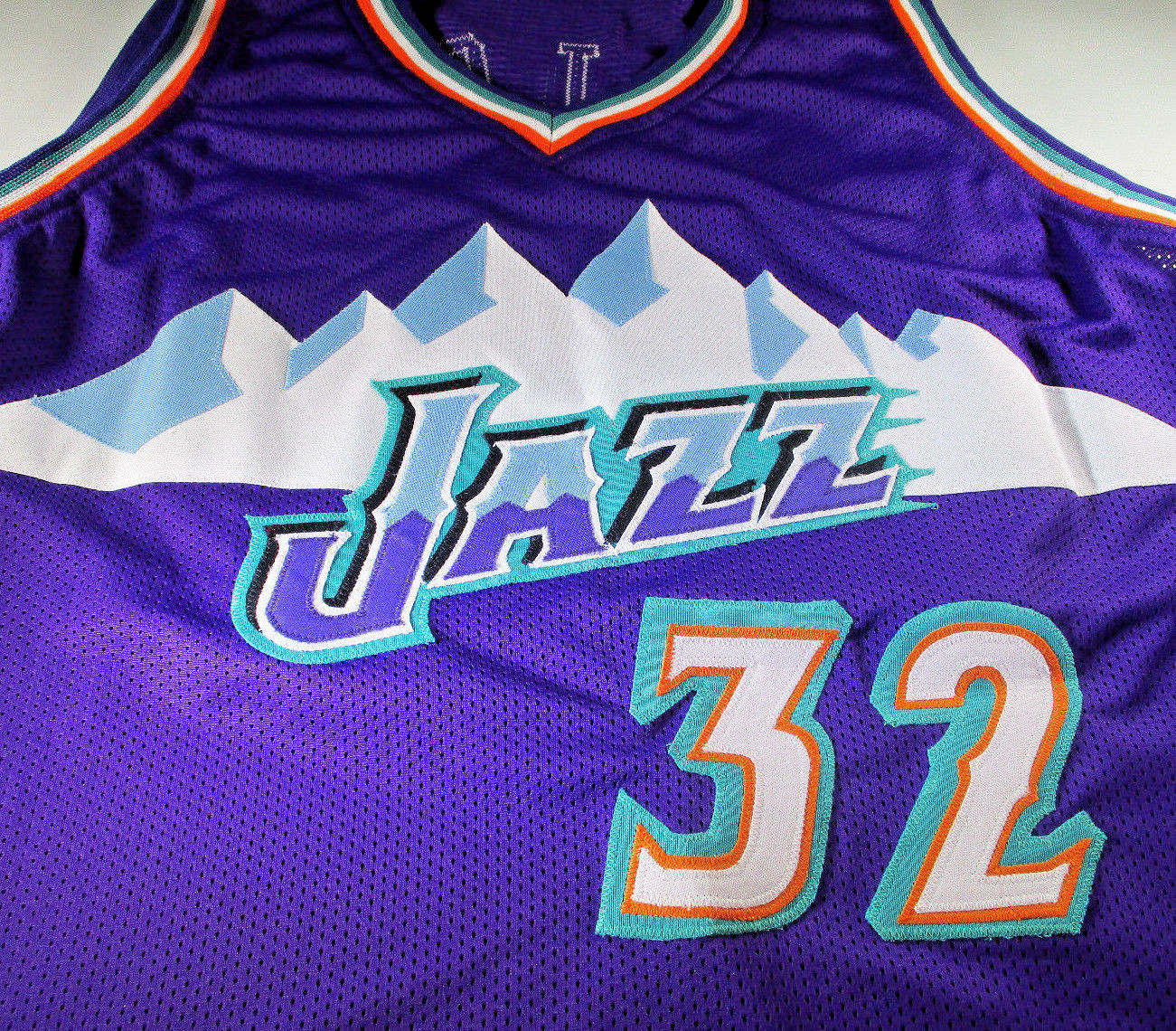 KARL MALONE / NBA HALL OF FAME / HAND SIGNED UTAH JAZZ CUSTOM JERSEY / COA