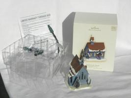 2007 Hallmark Candlelight Services Chapel in the Woods Lighted X-Mas Orn... - $14.99