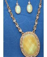 Avon White Opalesque Medallion Gift Set 2007 - $17.09