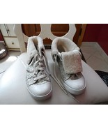 Ladies Coach silver Bonnie Shearling lace shoe with faux fur lining size 8M - $48.00