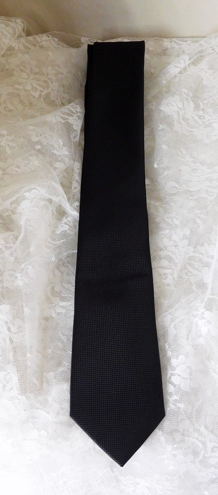 Primary image for Geoffrey Beene Men's Neck Tie - 100% Polyester - Solid Black - EUC