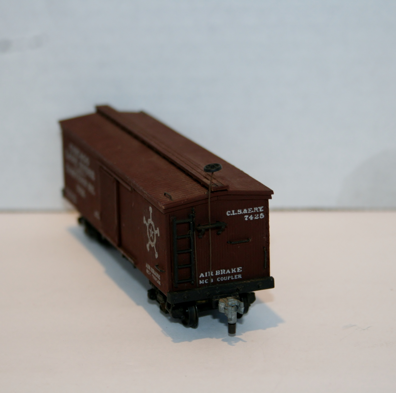 """Central Valley """"HO"""" Chicago Lake Shore & Eastern, Item 7425 Tuscan Red B94"""