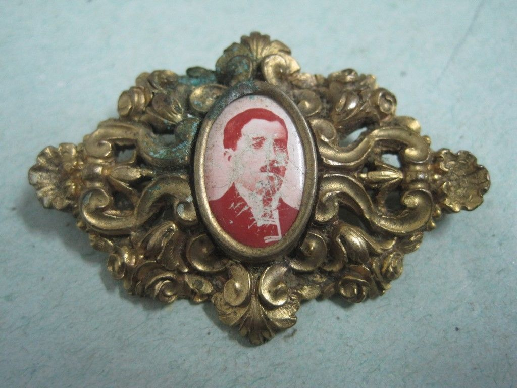 Primary image for Antique Carved Pin brooche in bronze with a small farme